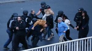 Supermarket Hostages Released